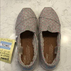 Toms fleece lined slip on's